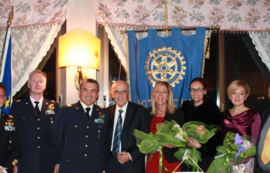 terzo da sinistra, il generale Francesco Saverio Agresti
