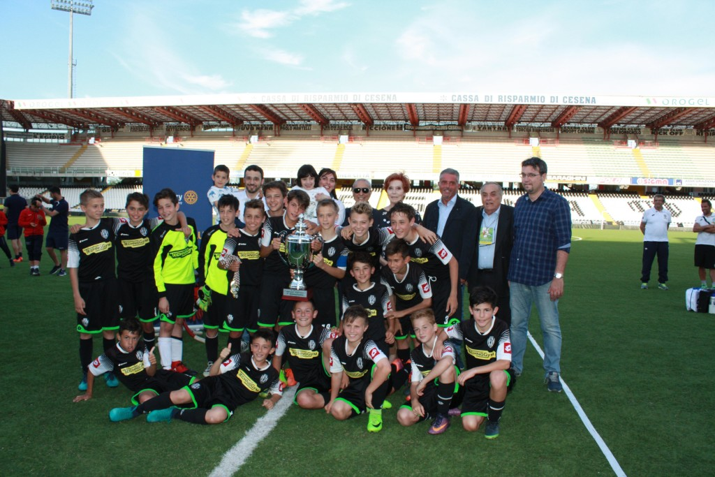 la squadra 1° classificata alla IV edizione del Toreneo Memorial Alfredo Valentini
