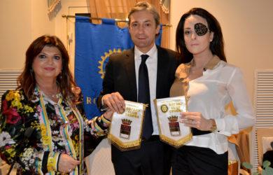 da sinistra, Ester Castagnoli, Andrea Gnassi e Gessica Notaro