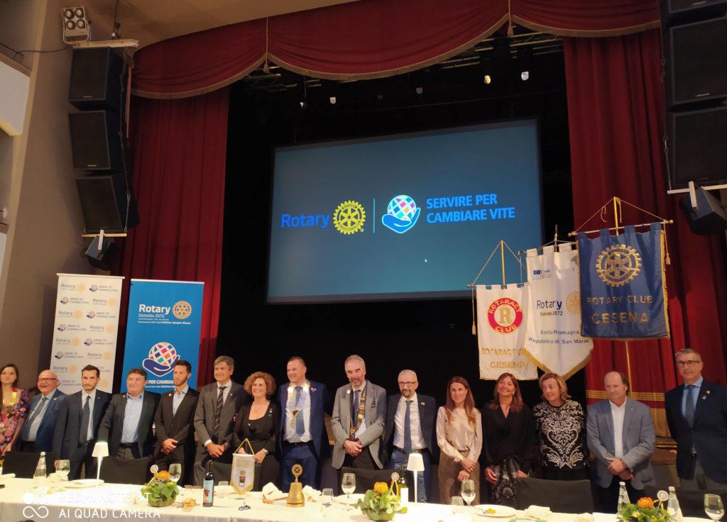 al centro da sx, con il collare della presidenza Rocco De Lucia e il Governatore Stefano Spagna Musso